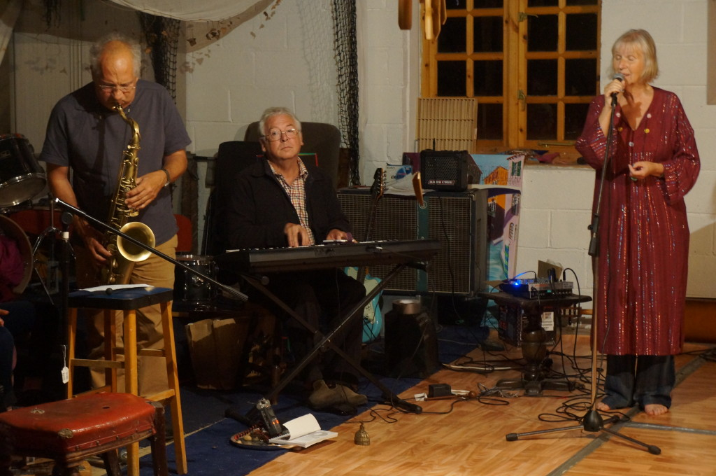 A band perform, sax, keyboard and voice