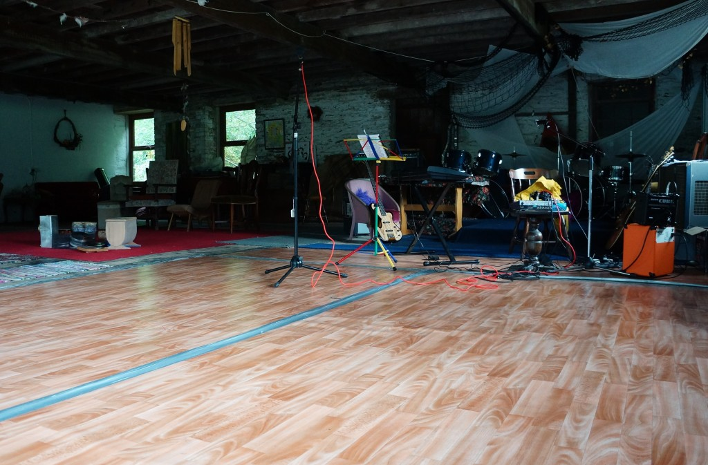 A room with instruments an a performance practice space for dancers